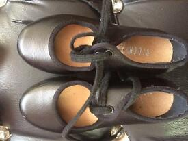 Tap shoes - dance - size 8