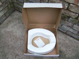 Raised toilet seat Savanah brand - height 10cm