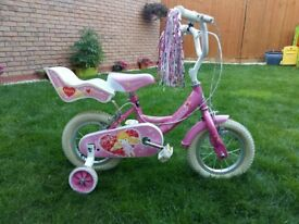 Girls Bike 12 inch wheels. Great condition. Suit age 3-5 years. Ideal first bike