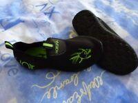 Children's / Toddlers Neoprene Aqua Mock Water Shoes, Children's Size 10.