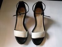 Clarks Black/White Shoes Size 5.5
