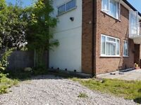 Refubrished 3 Bedroom First Floor Flat on White Hart Lane Romford RM7 RM6 RM1
