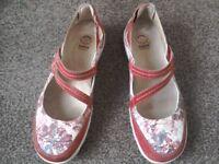 EARTH SPIRIT ladies shoes.