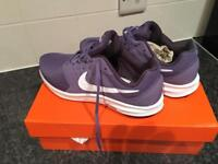 Woman's trainers size 6