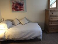 Double Room in quiet house with lovely garden view, in Hurstpierpoint,