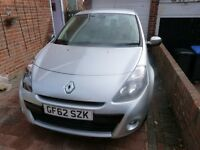 Renault Clio Dinamique tomtom 16V , Petrol 3 Door Hatchback in Silver with Full Service History.