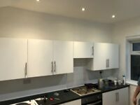 Decent size top Room in clean house, available now £400 pm with £400 upfront, all bills included