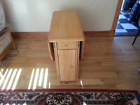 Butterfly Leaf Table with 4 chairs