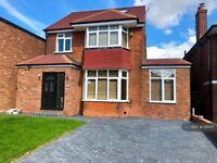 5 bedroom house in Merryhills Drive, London, EN2 (5 bed) (#1211471)