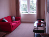1 ONE BEDROOM FLAT IN ALBION ROAD CLOSE TO EASTER ROAD LEITH.