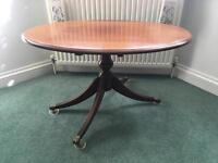 Oblong mahogany coffee table with claws feet