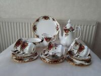 ROYAL ALBERT OLD COUNTRY ROSES TEA/COFFEE SET.22 PIECES. 1ST QUALITY