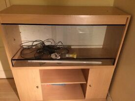 4ft Reptile Vivarium with base cabinet, heater, lighting and bag of blue sand. Collection Only