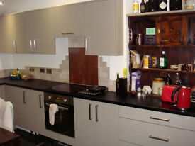Double room in nice house close to the quay, new kitchen, lovely garden, friendly housemates.