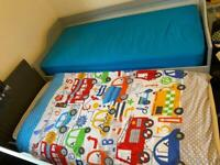 PULL-OUT KIDS BED