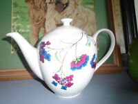 arther woods hydrangia patern tea pot 3 to 4 cups