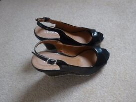 SHOES-WOMEN'S WEDGE