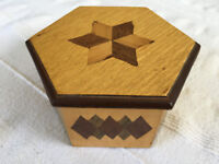 Vintage hand-made wooden 6-sided, hexaganal, marquetry box and lid. £4 ovno.