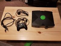First XBOX in very good condition with accessories