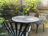Lovely lightweight metal garden table & chairs