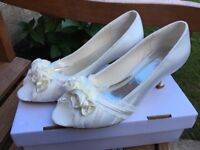 Brand new wedding shoes - Peep Toe Sandals Chunky Heel Ivory Satin UK5/EUR38