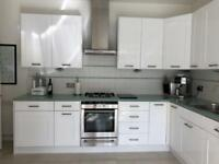 White kitchen. Magnet units. All excellent condition. High gloss doors.