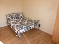 Spacious Double Room / Westferry Area, Minutes From Canary Wharf / Available NOW !!!