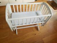 Glider Crib John Lewis Anna + 2 new Mothercare fitted sheets.