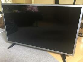 """32"""" LG Flat screen HD ready TV with built in Freeview only a few months old !"""