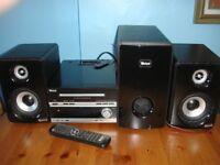 Radio/CD/DVD multi media player.
