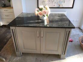 Luxury Granite-topped Kitchen Island