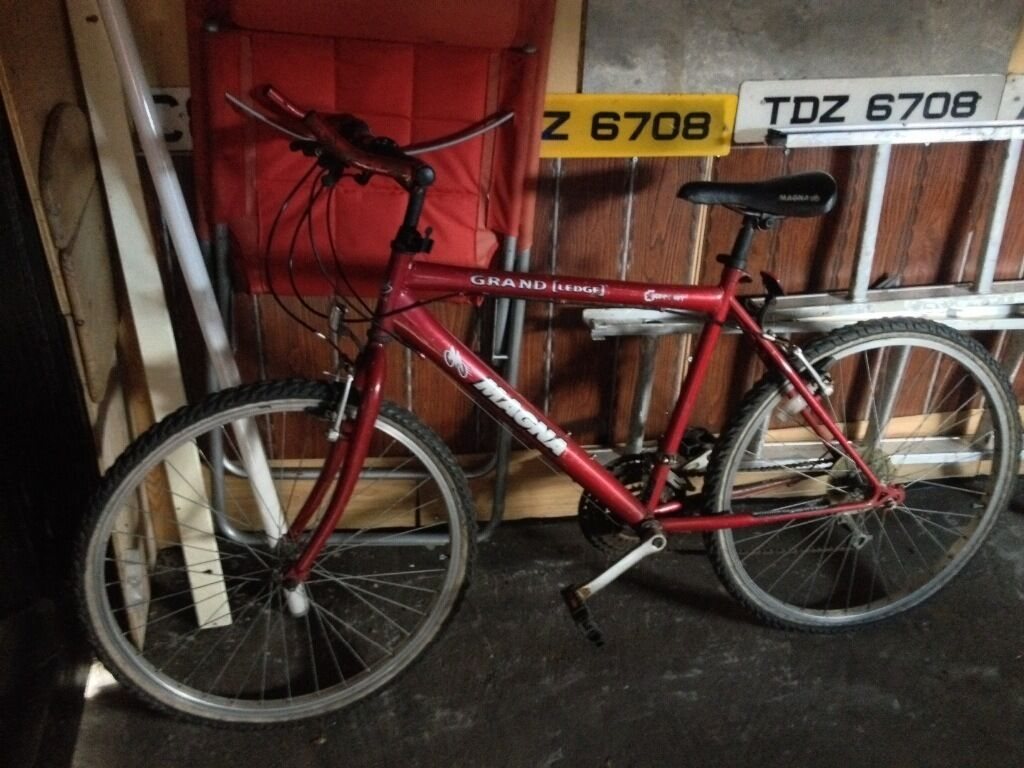 Mountain bike mansalso racer biker mans cheapin Castlereagh, BelfastGumtree - Mountain bike ,has flat tyres 15 pounds Racer also has flat tyres 15 pounds But work ok ,could prob do with a service though