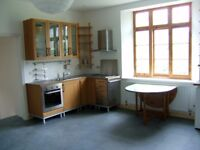 Two bedroom sunny ground floor flat, garden, lovely location, parking