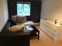 £1100 One bedroom FLAT in very quiet area in Waltham Cross EN8 7SQ