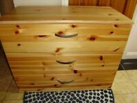 Chest of drawers, pine wood, good condition and modern look, 3 deep drawers, very spacious