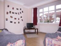 Don't Miss Out !!! 3 Bedroom Property In Wimbledon Perfect For Professional Sharers !!!