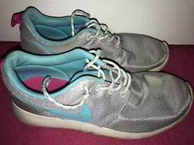 Nike Roshes trainers £8