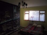 Large double room to rent in Chessington
