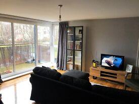 Modern flat, double bedroom, £550 including all bills