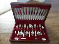 Beautiful silver 25 piece cutlery set in wooden original box