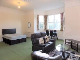 *LET AGREED* Well presented spacious 1 bedroom flat with lounge area * Off road parking