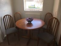 Lovely dinning table and 4 chairs