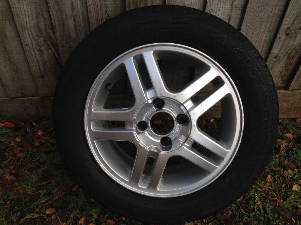 Set of 4 Ford Focus Zetec alloy wheels with tyres 15inch c/w Ford Centre  caps x4_£200 ono | in Banbury, Oxfordshire | Gumtree