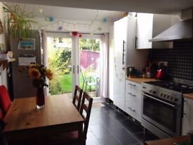 Spacious 1-bed furnished garden flat close to Seven Sisters tube (Victoria line)