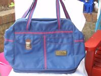 Holdall,extendable with wheels.