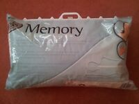 MEMORY FOAM PILLOW White In zipped case