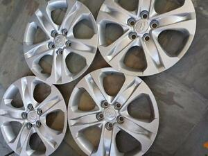 BRAND NEW HYUNDAI TUSCON 17 INCH FACTORY OEM WHEEL COVER SET OF FOUR..