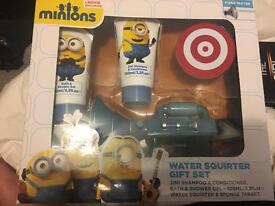 Minions water squirter gift set