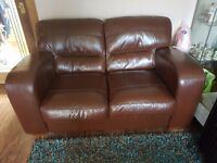 EXCELLENT CONDITION TWO SEATER BROWN TOP QUALITY LEATHER VERY STURDY SOLID SOFA SETTEE COUCH