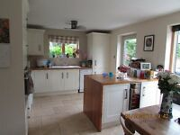 Lovely 2 bed chalet bungalow in secluded Oxfordshire village location